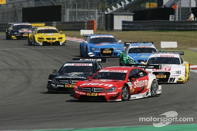 Robert Wickens, Mucke Motorsport AMG Mercedes C-Coupe en Gary Paffett, Team HWA AMG Mercedes, AMG Mercedes C-Coupe