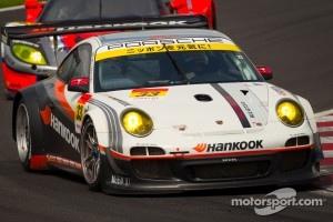 #33 Hankook KTR Porsche 911 GT3 R: Tomonobu Fujii
