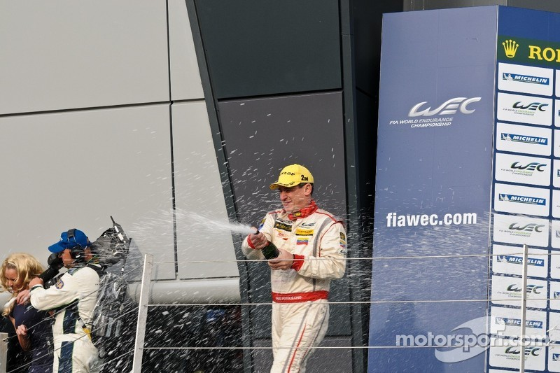 Enzo Potolicchio spuit champagne
