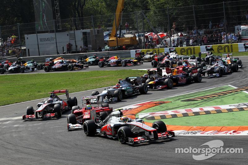 Lewis Hamilton, McLaren voor Felipe Massa, Ferrari bij de start