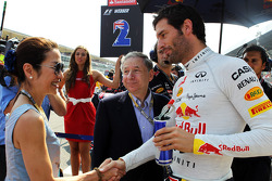 Mark Webber, Red Bull Racing on the grid with Jean Todt, FIA President and Michelle Yeoh