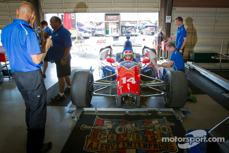 Seat fitting for Wade Cunningham, A.J. Foyt Racing Honda