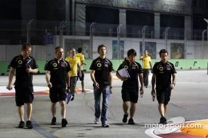 Romain Grosjean, Lotus F1 Team walks the circuit in Singapore