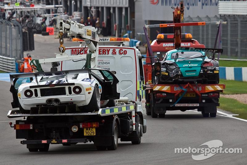 #17 BMW Team Vita4one BMW Z4 GT3: Mathias Lauda, Nicolaus Mayr-Melnhof #10 Sunred Ford GT: Benjamin Lariche, Laurent Groppi crash