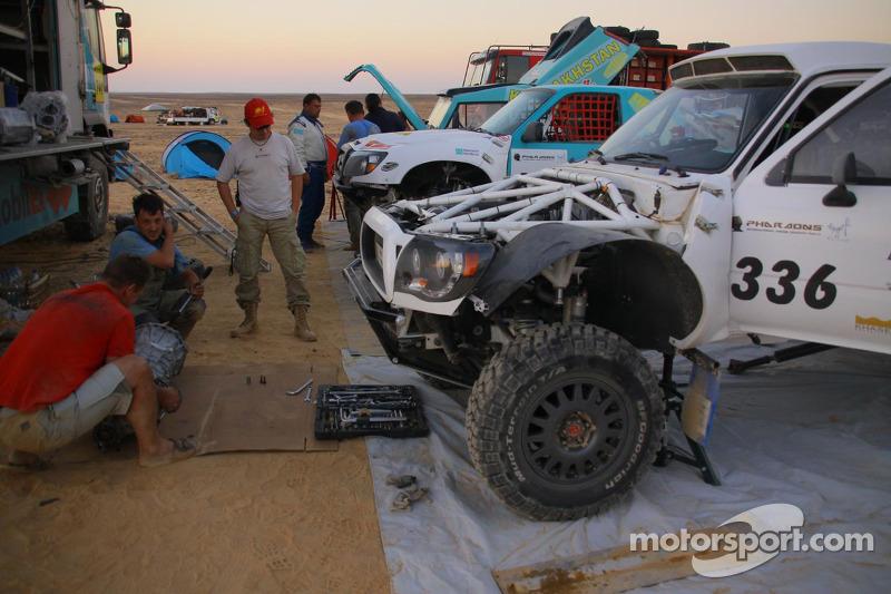 #336 Off Road Kazakhstan Toyota: Kanat Shagirov, Vladimir Tarobanko