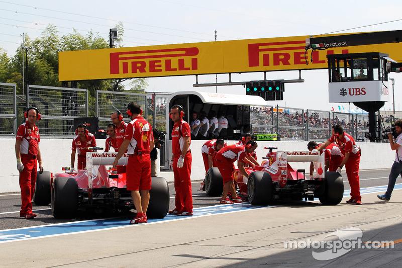 Felipe Massa, Ferrari en ploegmaat Fernando Alonso, Ferrari in de pits