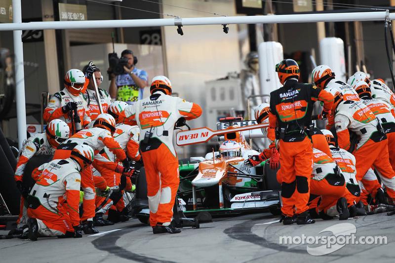 Paul di Resta, Sahara Force India makes a pit stop