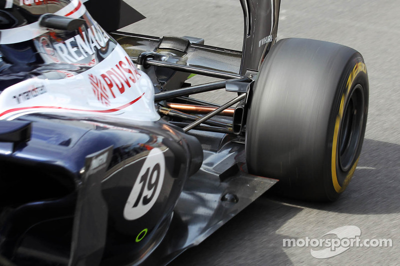 Valtteri Bottas, Williams Third Driver exhaust and rear suspension detail