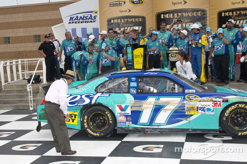 Jack Roush surveys the damage to Matt Kenseth's Roush Fenway Racing Ford