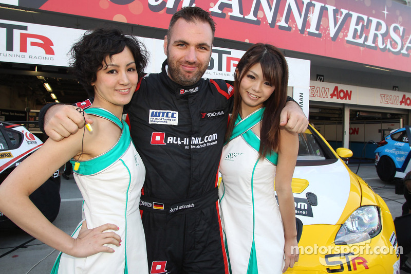 René Muennich, SEAT Leon WTCC, Special Tuning Racing with Grid Girls