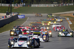 Start: #16 Dyson Racing Team Lola B12/60 Mazda: Chris Dyson, Guy Smith, Steven Kane