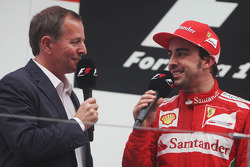 Martin Brundle, Sky Sports Commentator en Fernando Alonso, Ferrari op het podium