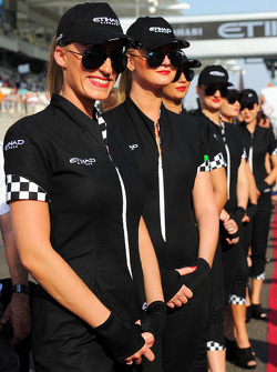 Etihad grid girls on the drivers parade