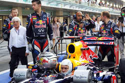 Sebastian Vettel, Red Bull Racing waits to start his race from the pit lane and is approached by Bernie Ecclestone, CEO Formula One Group (FOM)