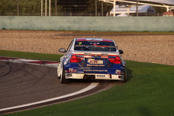 Charles Ng, BMW 320 TC, Liqui Moly Team Engstler with a punctured