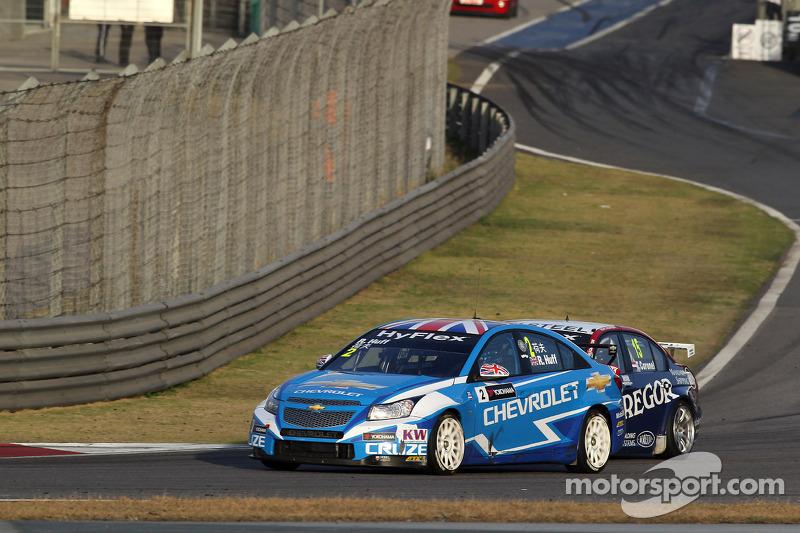 Robert Huff, Chevrolet Cruze 1.6T, Chevrolet en Tom Coronel, BMW 320 TC, ROAL Motorsport