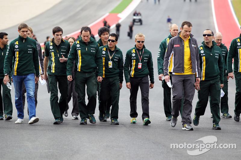 Vitaly Petrov, Caterham and Heikki Kovalainen, Caterham walk the circuit