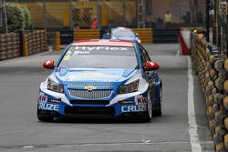 Alain Menu, Chevrolet Cruze