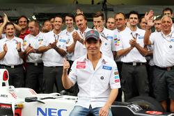 Kamui Kobayashi, Sauber in a team photograph
