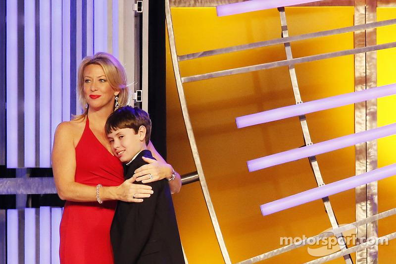 Lorri Shealy Unumb krijgt de Betty Jane France Humanitarian Award