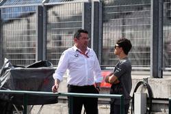 Eric Boullier, McLaren Racing Director and Nyck De Vries, McLaren