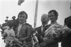 Подіум: переможець перегонів Анхель Нієто, друге місце Ян де Вріс