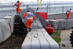 La monoposto incidentata di Carlos Sainz Jr., Scuderia Toro Rosso