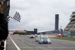 Zielflagge für Josh Files, Target Competition, Honda Civic Type R-TCR