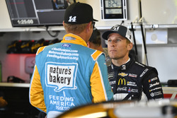 Clint Bowyer, Stewart-Haas Racing Ford, Jamie McMurray, Chip Ganassi Racing Chevrolet