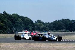 Nelson Piquet, Brabham BT49 devant Alan Jones, Williams FW07