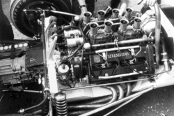 Брюс Макларен, McLaren M2B