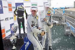Подиум: победитель Ландо Норрис, Carlin, второе место – Джейк Хьюз, третье место – Ральф Арон, Hitech Grand Prix