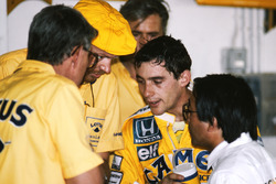 Peter Warr, Lotus Team Manager, Steve Hallam, Lotus Engineer, Ayrton Senna, Lotus, Osamu Goto, Honda Racing Team Leader