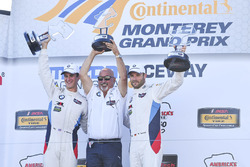 GTLM podio ganadores John Edwards, Martin Tomczyk, BMW Team RLL, dueño del equipo Bobby Rahal