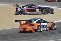#54 CORE autosport Porsche 911 GT3R: Jon Bennett, Colin Braun, #24 BMW Team RLL BMW M6 GTLM: John Edwards, Martin Tomczyk in trouble