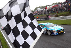 Aiden Moffat, Laser Tools Racing Mercedes Benz A-Class takes the win