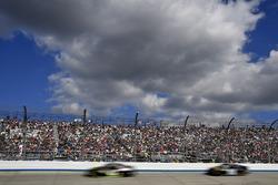 Kurt Busch, Stewart-Haas Racing Ford and Reed Sorenson, Premium Motorsports Toyota