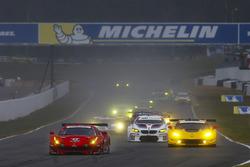 Старт машин GT: екіпаж #62 Risi Competizione Ferrari 488 GTE: Тоні Віландер, Джанкарло Фізікелла, Алессандро П'єр Гуіді лідирує