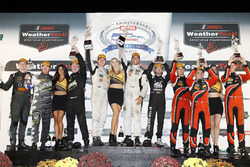 PC podium: winnaars Garett Grist, Tomy Drissi, John Falb, BAR1 Motorsports, tweede Don Yount, Buddy Rice, Daniel Burkett, BAR1 Motorsports, derde James French, Patricio O'Ward, Kyle Masson, Performance Tech Motorsports