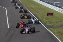Sergio Pérez, Sahara Force India VJM10 y Sebastian Vettel, Ferrari SF70H