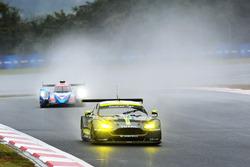 Экипаж №97 команды Aston Martin Racing, Aston Martin Vantage: Даррен Тёрнер, Джонатан Адам, Даниэль Серра