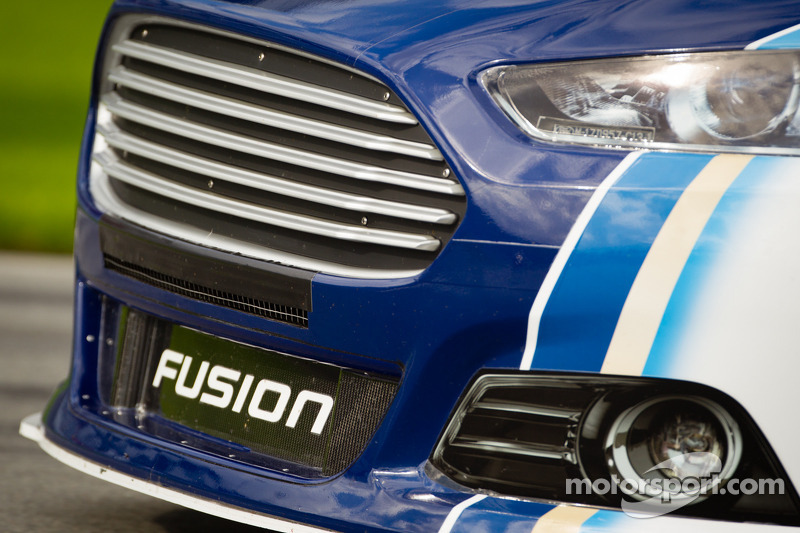 Brad Keselowski, Penske Racing Ford, front end detail