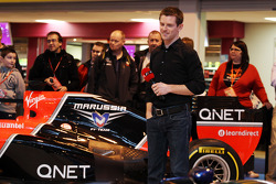 Anthony Davidson, op de F1 Racing Stand