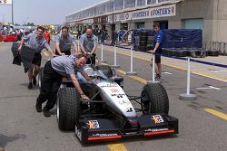 McLaren crew unloading