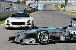 The new Mercedes AMG F1 W04 front wing and nosecone