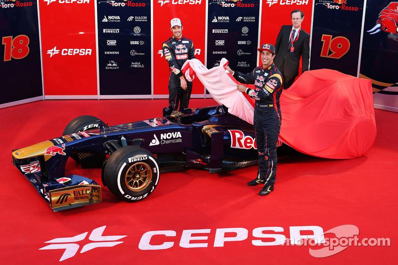 Jean-Eric Vergne, Scuderia Toro Rosso and Daniel Ricciardo, Scuderia Toro Rosso unveil the new Scuderia Toro Rosso STR8