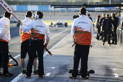 Paul di Resta, Sahara Force India VJM06 enters the pits