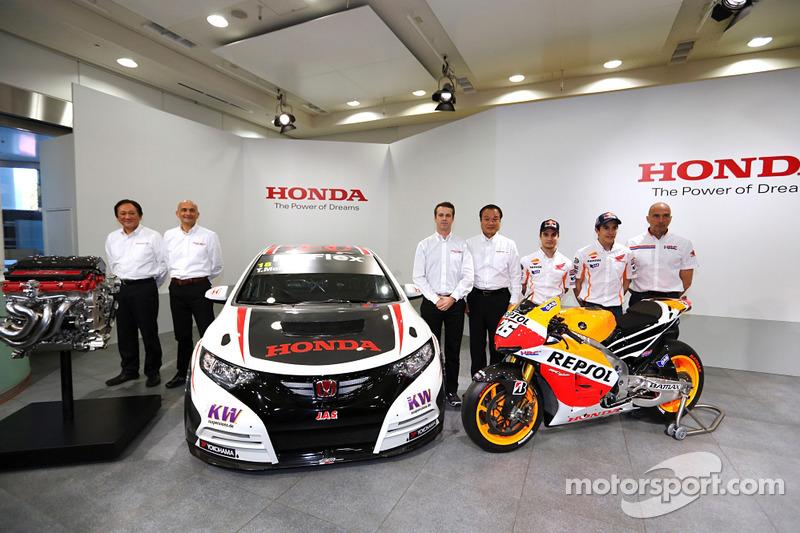 Dani Pedrosa en Marc Marquez met hun MotoGP en Tiago Monteiro met zijn WTCC Honda Civic
