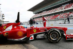 Fernando Alonso, Scuderia Ferrari F138 leaves the pits