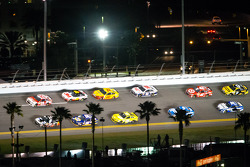 Kevin Harvick, Richard Childress Racing Chevrolet and Tony Stewart, Stewart-Haas Racing Chevrolet lead the field